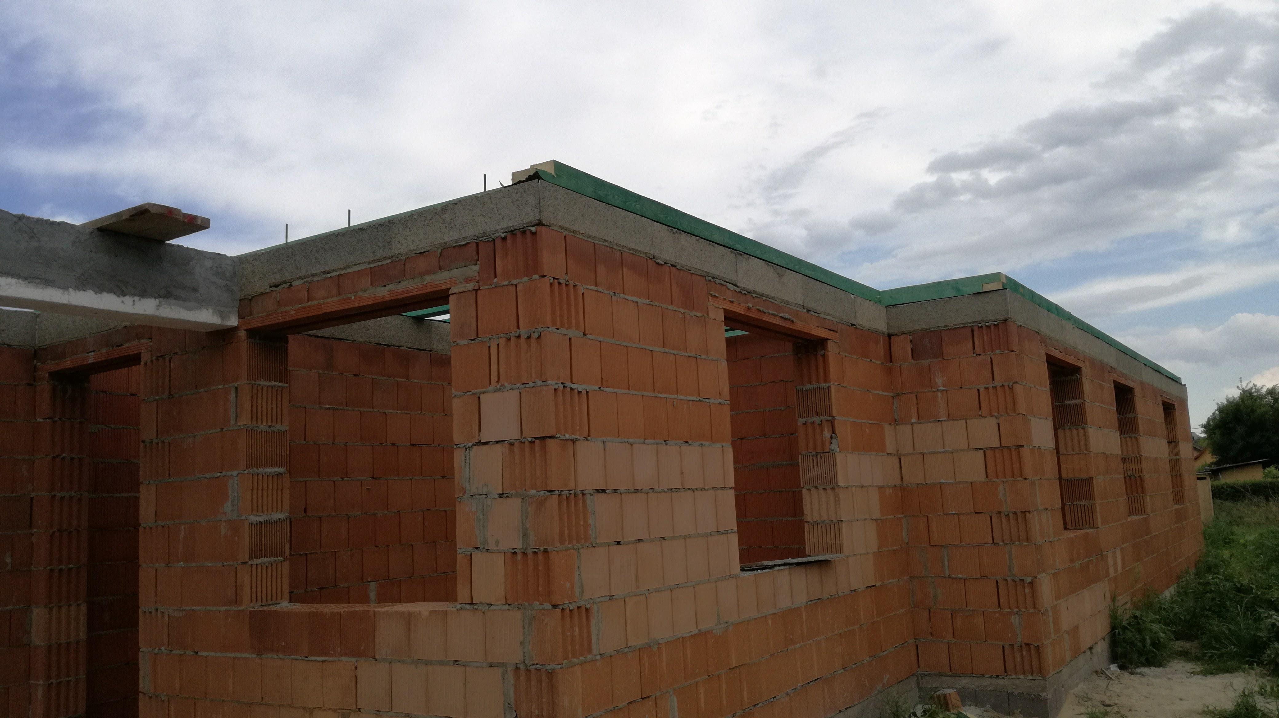 Készül a ház, Falazás